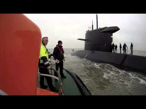 Submarine pilot boarding