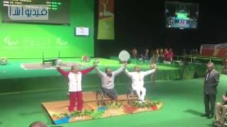 بالفيديو : لحظة تتويج محمد الديب بذهبية رفع الأثقال بالدورة البارالمبية ورفع علم مصر فى البرازيل