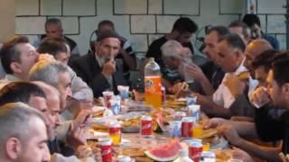 Ramazan Bayramı cami önü iftar yemeği .KARŞI KÖYÜ TAŞKÖPRÜ