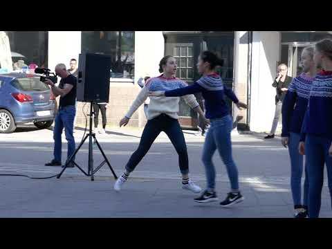 Frost-dansere tar imot cruiseturistene til Arendal
