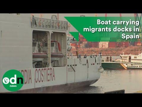 Aquarius convoy boat carrying 630 migrants docks in Spain