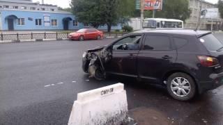 В Воронеже водитель «Ниссана» скрылся с места ДТП без переднего колеса