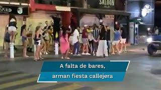 Una veintena de personas fueron grabadas bailando en la banqueta y tomando parte del boulevard Lázaro Cárdenas