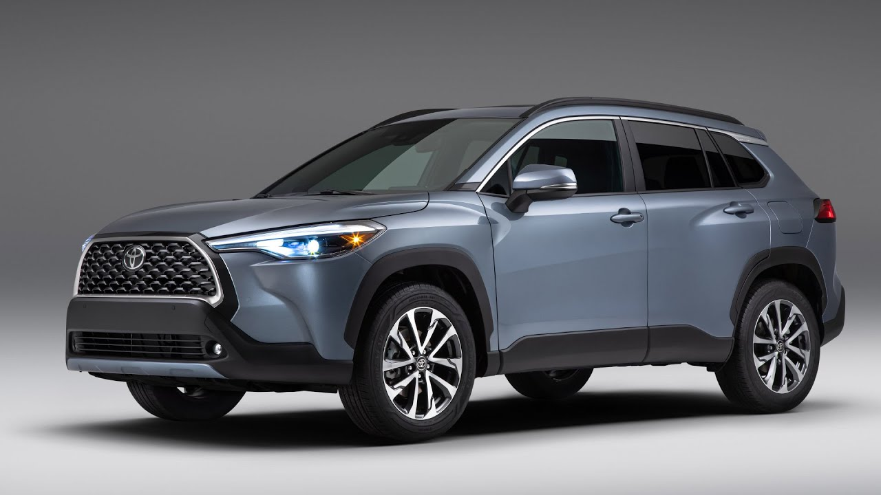 2022 Toyota Corolla Cross FIRST LOOK | MotorTrend