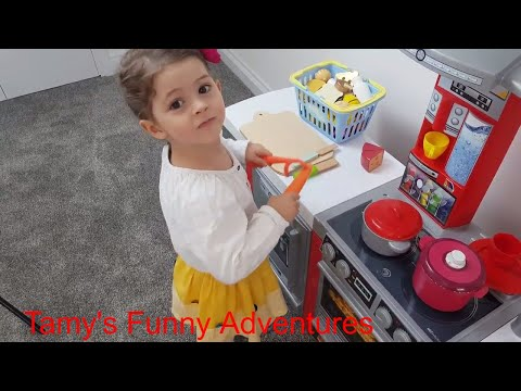 Little Girl Funny Pretend Cooking and Vegetable Cutting Master Kitchen Electronic