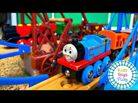 Kids Toys Play Builds a BRIO Wooden Railway Track with Thoma