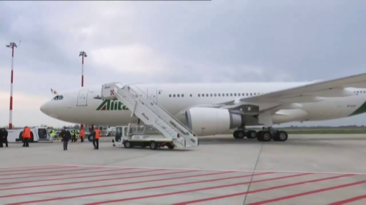 البابا فرنسيس يغادر روما متجهاً إلى العراق  - نشر قبل 3 ساعة