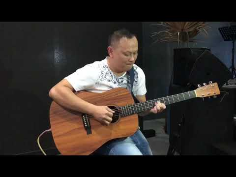 White Christmas acoustic guitar performed by Daniel Leo