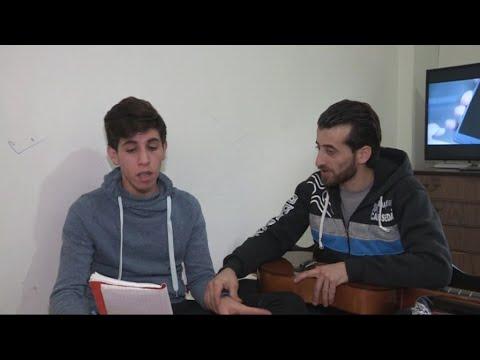 شابان سوريان يلجآن لمواقع التواصل لإظهار موهبتهم في الغناء  - نشر قبل 6 ساعة