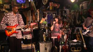 Janeen Leah - Let This Love Die (Live at Kulak