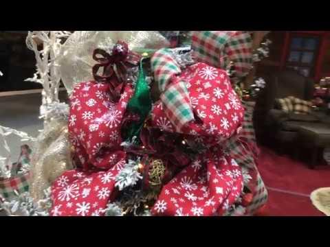 Music City Mall at Vista Ridge Unveils New Christmas Displays