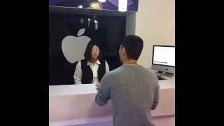 中国国内怒砸苹果手机店第一人!