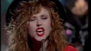 T'pau - China In Your Hand (Christmas TOTP Performance)