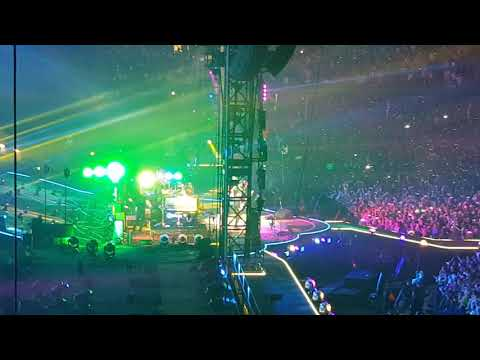 Coldplay - Adventure of a Lifetime (Cardiff Principality Stadium 11/07/2017)