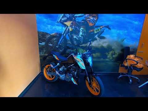 KTM 125 Duke vs Yamaha R15 vs TVS Apache 200 - Best motorcycle in Rs