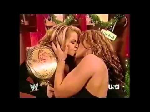 Wwe Girls Kissing Girls