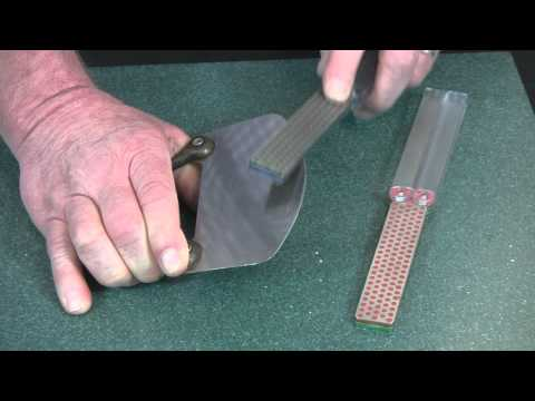 Video of Sharpening a Mezzaluna with Diafold® Sharpener