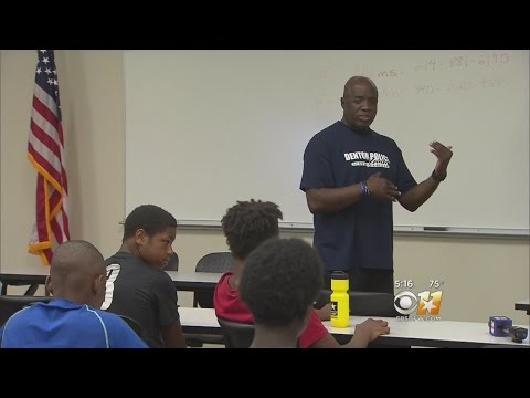 Denton Police Officers Mentoring Students