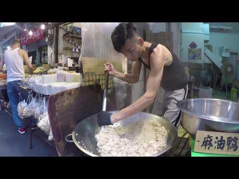 【台灣美食🇹🇼】日本人🇯🇵為了吃麻油雞腿油飯100元去菜市場!油飯真好吃!木柵市場 市場のイケメン台湾人の作る油飯! 美味しい! #502