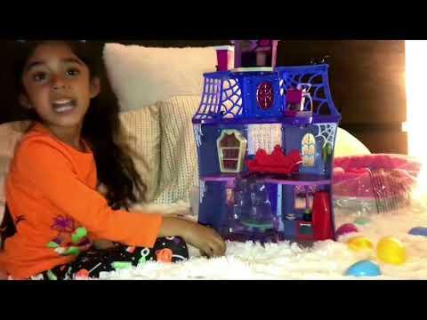 Awesome Vampirina playhouse!
