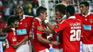 Repeat youtube video UHF - Sou Benfica