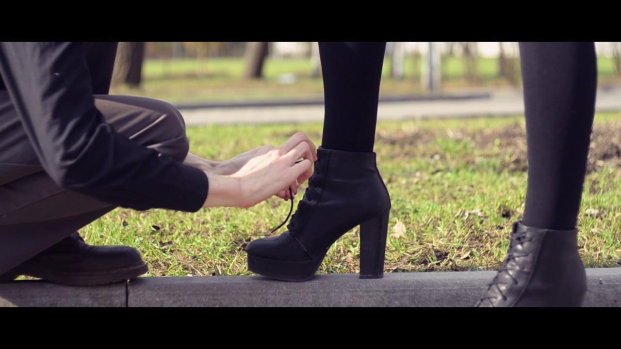 видео целовать обувь женщинам взвыл членом рту