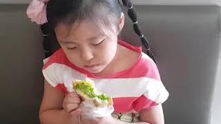 [최은우 + 최은찬] 머핀샌드위치 먹방중 - 진짜 맛있…