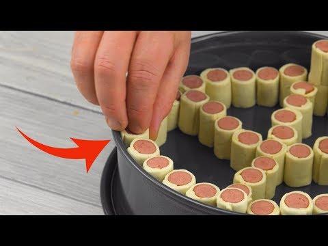 coupez-6-saucisses-en-petits-morceaux-et-empilez-les-dans-le-moule-à-gâteau.-Ça-a-l'air-si-génial-!