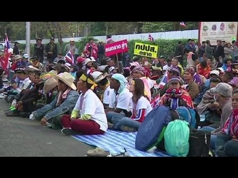 THAI STADIUM SURROUNDED BY PROTESTERS - BBC NEWS