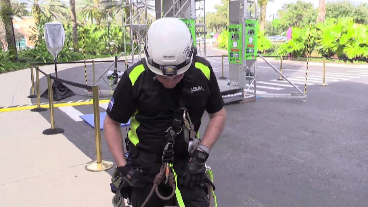 How it works: Rope access harness - YouTube