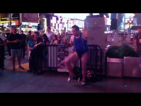 タンバリンマスターゴンゾー ニューヨーク武者修行 Tambourine master GONZO SAMURAI training in NY