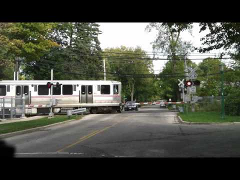 Chicago L grade crossing at Maple Ave Wilmette