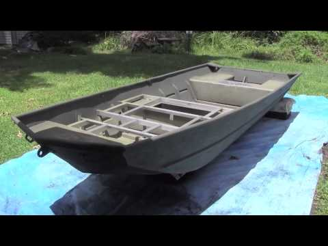 14 39 Lowe Jon Boat Painting Part 4 Paint The Boat D Youtube