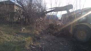 Tractor vs Tree / Трактор против дерева