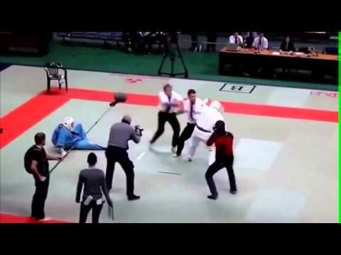 Juez se enfurece y golpea a todos