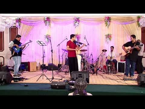 Karthick Iyer Live- Bollywood medley - Dil Chahta hai(Shankar Mahadevan), Papa kehte hain, Senorita