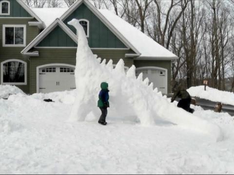 Minnesota Family Builds Giant Snow Dinosaur