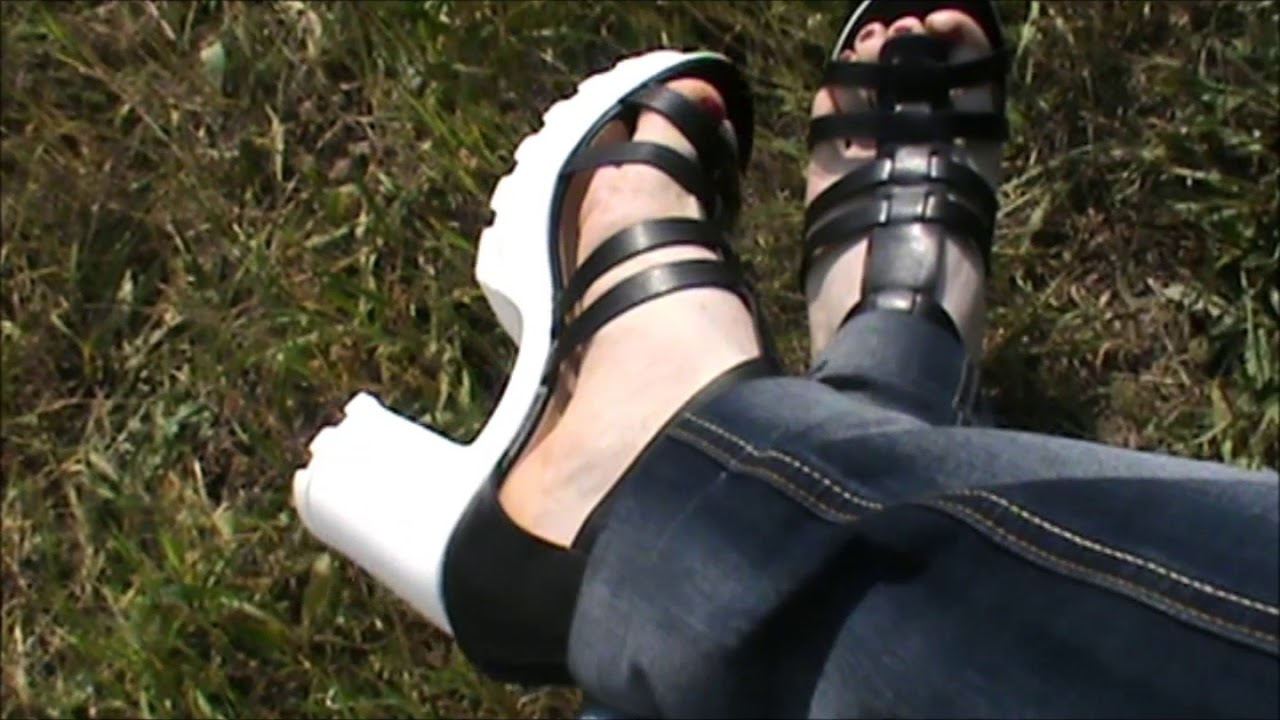 White Shoeplay Youtube Sandals In Blackamp; CxWrdeBo
