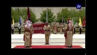 جلالة الملك عبدالله الثاني، يسلم الراية الهاشمية للفريق أول الركن مشعل الزبن