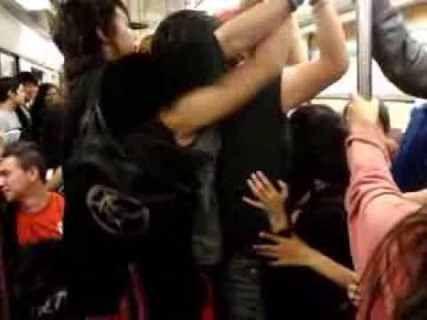 En el metro madura tetona y ricas nalgotas - 1 part 3
