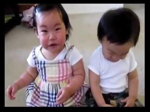 Как смеются дети видео приколы