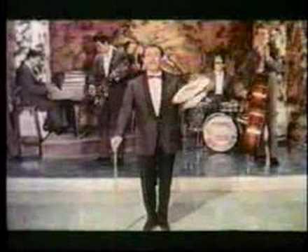 Domenico Modugno esibisce Don Fifì in Appuntamento a Ischia