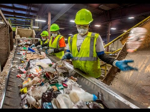 Sorting your recyclables at Pioneer Recycling - YouTube