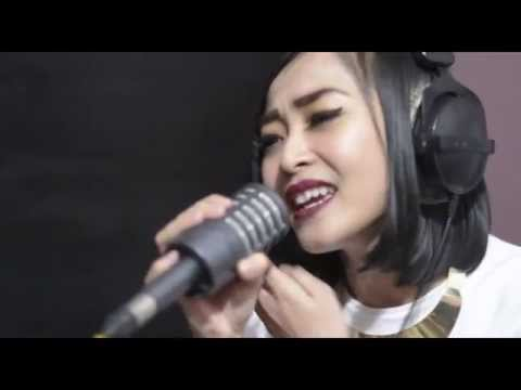 Tetap Bahagia Acoustic by Rinni Wulandari   #LoveIsInTheAir CosmopolitanFM Week 3