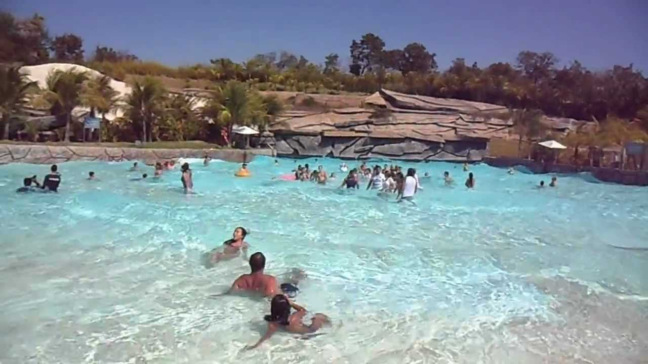 Hot park piscina de ondas caldas novas youtube for Piscina onda