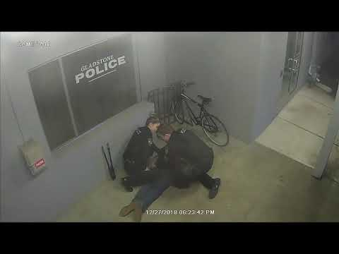 Doc Reno - Man tries to steal a bike in front of a police station