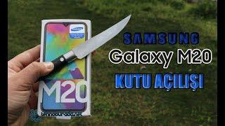 Samsung Galaxy M20 kutu içeriği ile bize ne sunuyor? İnceleme başlasın!