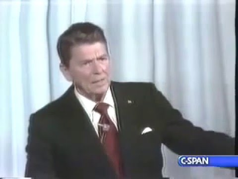 Reagan on Mexico Border 1980 - No Wall!
