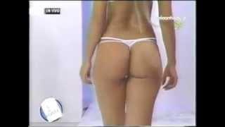 Repeat youtube video Desfile Besame sexi Diario de Diana