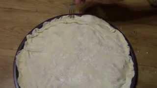 Пирог из  слоенного теста с мясом курицы,несладкая выпечка